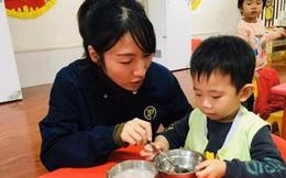 """""""Con tôi không ăn rau mùi, vui lòng nhặt ra"""", giáo viên từ chối yêu cầu này nhưng câu trả lời vẫn khiến phụ huynh hài lòng"""