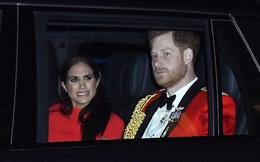 Meghan Markle lộ gương mặt cau có, khó chịu khi ngồi trong xe với chồng, khiến dư luận tin rằng hôn nhân đang gặp trục trặc