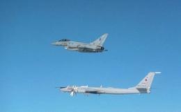 """Hoàng gia Anh điều chiến đấu cơ Typhoon hộ tống """"sát thủ săn ngầm"""" Tu-142 của Nga"""