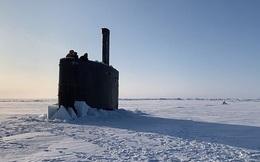 Xem tàu ngầm Mỹ phá băng, trồi lên tại Bắc Cực