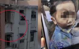 Bé gái 2 tuổi khiến hàng xóm thót tim khi đầu kẹt vào lưới an toàn, lơ lửng giữa không trung trong suốt thời gian mẹ ra ngoài mua thuốc