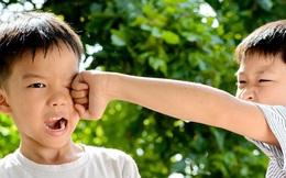 Con trai 4 tuổi bị đuổi học, bố tức giận gọi điện chất vấn cô giáo, nghe xong lý do thì xấu hổ tự ngẫm lại mình