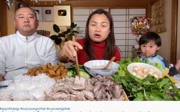 Từng nói ông xã cực ghét lên hình nhưng gần đây Quỳnh Trần JP lại hay mang chồng lên sóng, biểu cảm của anh khi ăn mắm tôm giúp vlog đạt triệu view nhanh như chớp