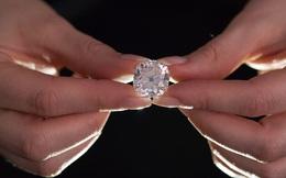 Người phụ nữ mua chiếc nhẫn hơn 200 nghìn đồng ở chợ trời nhưng hơn 30 năm sau mới phát hiện món đồ trị giá cả gia tài