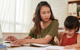 Làm việc ở nhà nhưng con nhỏ nghịch ngợm khó quản? 9 bí quyết sau sẽ giúp chị em công sở tăng năng suất mà không bị ảnh hưởng bởi bất cứ ai