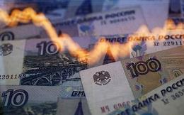"""[ẢNH] Hứng chịu """"cú đấm kép"""", nền kinh tế Nga đối diện nguy cơ nghiêm trọng"""