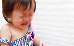 Ngủ dậy định thay tã cho con gái hơn 1 tuổi nhưng đứa trẻ kêu đau, người mẹ đưa đi bệnh viện mới biết con bị bé trai tiểu học xâm hại