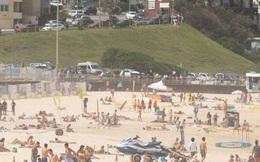 Covid-19: Tụ tập bãi biển, tiệc tùng bất chấp, nhiều du khách dính virus ở Úc