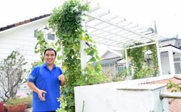 Bà xã Quyền Linh khoe thành quả thu hoạch hoa trái sai trĩu trong căn biệt thự 21 tỷ, được cả chồng lẫn 2 cô con gái xinh đẹp phụ giúp