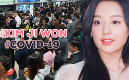 """Nữ thần """"Hậu duệ mặt trời"""" Kim Ji Won gây xôn xao ga tàu xứ Hàn, khiến hành khách bật khóc vì lời chia sẻ về Covid-19"""