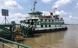 Tàu chở gần 200 container đâm hỏng trụ cầu phao phà Cát Lái