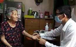 Mùa dịch COVID-19, khám bệnh tại nhà cho người già