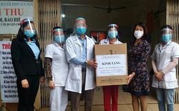 Giáo viên, học sinh tặng 700 tấm bảo hộ chống dịch Covid-19