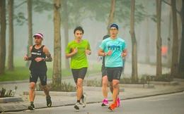 Không được ra đường vì dịch, chàng trai Hà Nội lên sân thượng chung cư hoàn thành quãng đường chạy marathon 42,8km
