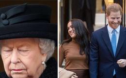 """Chuyên gia hoàng gia: Vợ chồng Meghan Markle đang """"thách thức"""" Nữ hoàng Anh bằng một loạt động thái bất chấp tất cả, thích làm theo ý mình"""