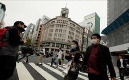 Tokyo yêu cầu người dân hạn chế ra ngoài, Osaka cho học sinh nghỉ đến hết tháng 6