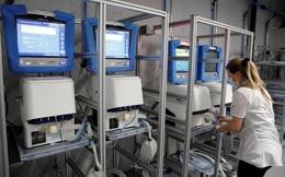 Anh gấp rút nhập máy thở trước đỉnh dịch COVID-19