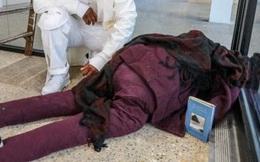 """Người đi đường thấy thi thể bên trong tòa nhà liền gọi báo chính quyền, cảnh sát vào cuộc phát hiện ra danh tính không ai ngờ của """"cái xác"""""""