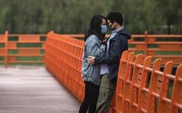 Các cặp đôi Vũ Hán nô nức 'nên duyên' sau thời gian phong tỏa vì dịch, khiến ứng dụng đăng ký kết hôn cũng quá tải
