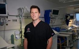 Bác sĩ Anh giải thích chuyện gì xảy ra trong phòng chăm sóc tích cực và nhắc nhở về thứ 'quyền năng' hơn để cứu bệnh nhân Covid-19