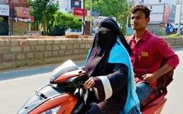 Ấn Độ: Mẹ đi xe máy 1.400km đón con trai mắc kẹt vì lệnh phong tỏa