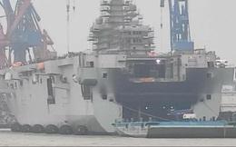 Tàu đổ bộ-sân bay của hải quân Trung Quốc bốc cháy tại cảng