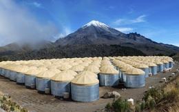 Từ trên đỉnh ngọn núi lửa tại Mexico, các nhà vật lý học cố chứng minh có thứ bay nhanh hơn ánh sáng