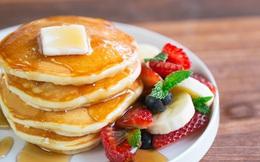 Thấy tôi dùng chai nhựa làm bánh pancake cả nhà tròn mắt nhưng lúc thưởng thức thì gật gù khen ngon