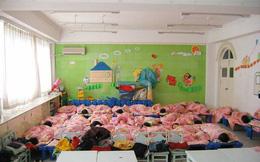 Cô giáo mầm non gửi ảnh các bé ngủ ngoan ngoãn cho phụ huynh, ai ngờ bị mọi người đồng loạt phản đối vì 1 lý do