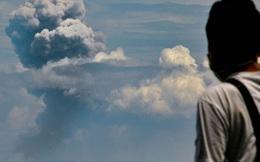 Núi lửa Indonesia phun trào, tạo cột khói cao tới gần 200 mét