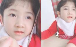Bất ngờ với hình ảnh phổng phao sau 4 năm về với mẹ nuôi của bé gái Lào Cai suy dinh dưỡng, nụ cười và ánh mắt của con cũng tươi tắn và lanh lợi chẳng kém ai
