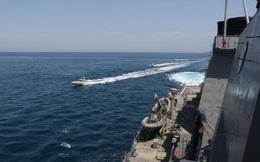 """Dàn tàu chiến Mỹ bất ngờ bị """"nghênh chiến"""" bởi đối thủ không ngờ"""