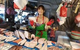 """Sau 2 năm nổi đình đám trên mạng nhờ bức ảnh chụp lén ở chợ, """"hotgirl bán cá"""" giờ ra sao?"""