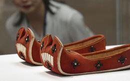 Nguyên nhân giày cổ đại Trung Quốc đều có mũi giày vểnh hướng lên trên: Sự hiểu biết của người xưa thật sự quá sức tưởng tượng của con cháu!
