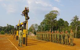 Xem tân binh tập luyện dưới nắng nóng 40 độ C