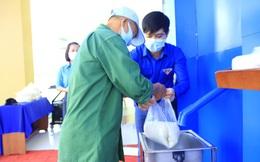 Tỉnh đoàn Khánh Hoà lắp ATM gạo nghĩa tình cho công nhân khu công nghiệp
