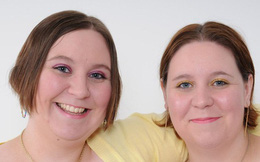 Hai chị em sinh đôi cùng trở thành những y tá tận tụy và qua đời vì nhiễm Covid-19, tiết lộ của gia đình càng khiến mọi người xúc động