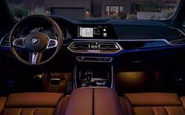 """Mối nguy hiểm từ việc """"nghịch"""" màn hình cảm ứng trên xe hơi"""