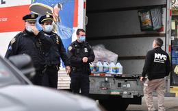 Phát hiện 4 xe tải chứa 60 thi thể bên ngoài nhà tang lễ New York