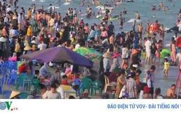 """Nguy cơ """"vỡ trận"""" phòng Covid-19 ở biển Sầm Sơn và Cửa Lò"""