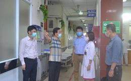 Hà Nội: Người nhà bệnh nhân không được ra vào tự do tại các bệnh viện