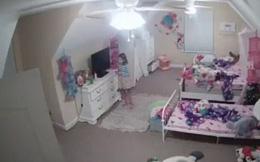 Sự thật về tiếng động lạ phát ra từ camera phòng ngủ của con gái khiến bà mẹ phải lên tiếng cảnh báo