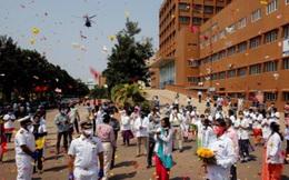 Ấn Độ cảm ơn nhân viên y tế với máy bay chiến đấu và ban nhạc quân đội