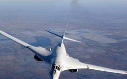 """Video: """"Thiên nga trắng"""" Tu-160 tham gia huấn luyện bay đêm"""