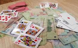 Chủ tịch xã ở Hà Nội đánh bạc, bị người dân chụp ảnh, tố cáo
