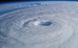 Tại sao bão ở Bán Cầu Bắc lại quay ngược chiều kim đồng hồ?