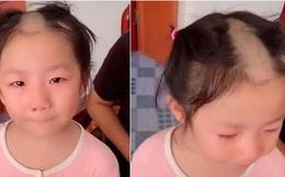 """Bé gái 5 tuổi cầm tông đơ cắt tóc chơi, mẹ quay đi 1 lúc, quay lại thì """"đứng hình"""" khi thấy con"""