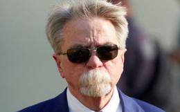 Chủ tịch đội bóng gây sốt với bộ râu cực chất hình khẩu trang: Che hết môi nhưng vẫn ăn uống thoải mái, lại còn được vợ ủng hộ