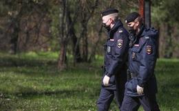 Đi báo tin hiếp dâm, 2 thiếu nữ bị buộc tội vi phạm lệnh phong toả