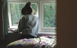 Ông vào phòng cháu gái 12 tuổi phát hiện kẻ lạ trốn dưới giường và phẫn nộ khi biết việc làm của hắn với cháu trong 1 tháng qua